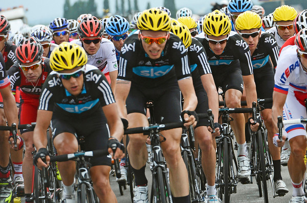 Team Sky puts their strength to the chase - but see how close to the front Evans, Van Garderen and Wiggins are...