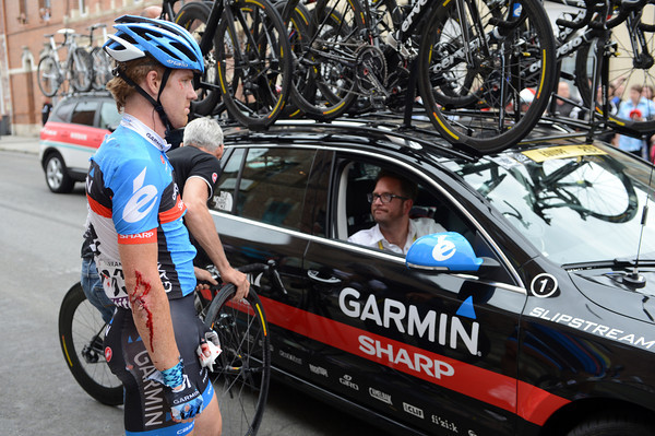 Johanthan Vaughters cannot hide his emotions as a bloodied Farrar waits for his bike to be fixed...
