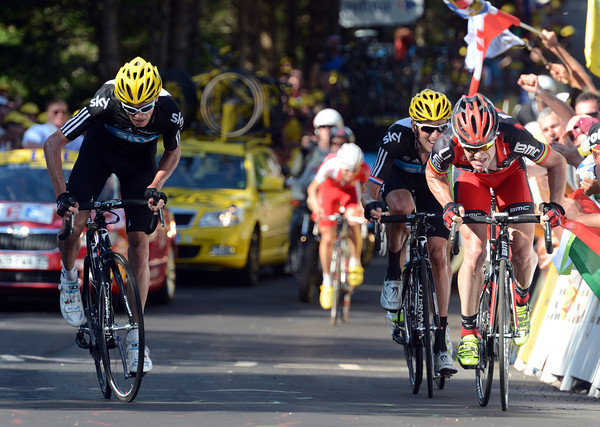 Cadel Evans is trying to match an attack by Froome in the last kilometre...