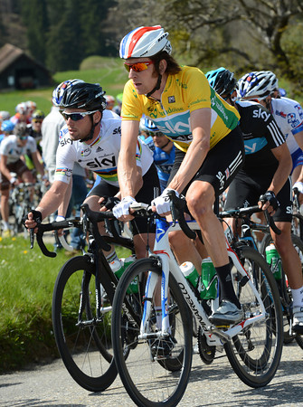 Side-by-side as friends and teamates, is Bradley Wiggins apologising to Cavendish for the fast start..?