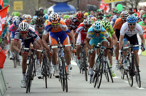 The sprint for the stage-win sees Gianni Meersman banging elbows with Luis Leon Sanchez...