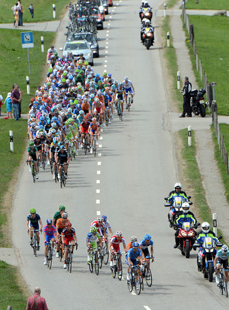 An escape starts to form at the foot of the Col des Mosses - putting team Sky under pressure again...