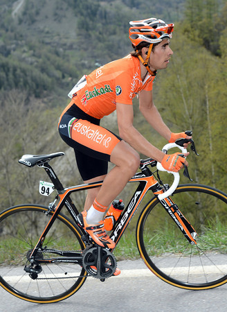 Mikel Landa is the first to attack on the final ascent...