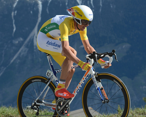 """Luis Leon Sanchez blew apart in the leader's jersey - the Spaniard took 22nd place at 1' 23""""..."""