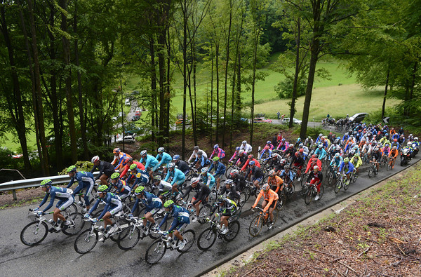 The peloton is hardly 'racing' as it too climbs the Staffeleg...
