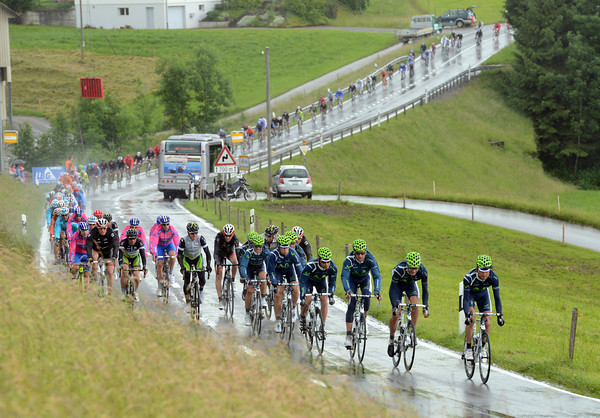 Movistar bear the brunt of the rain as it pours down on the final circuit...
