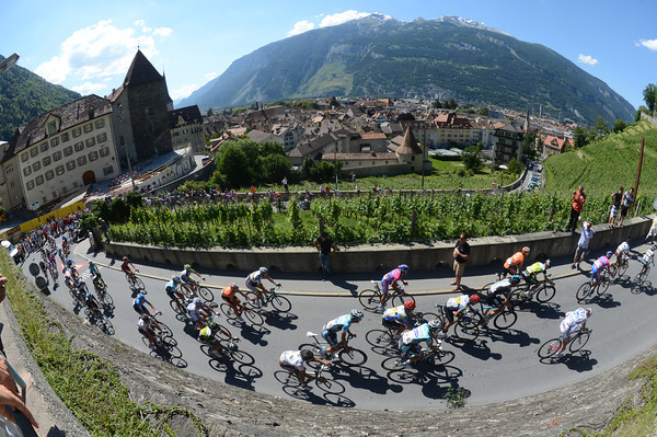 Ouch... The peloton climbs away from Chur to begin the 28-kilometre ascent to Arosa...