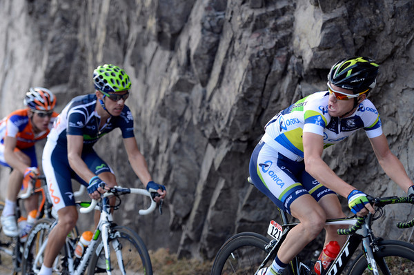 There's desperation showing on the faces of Simon Clarke and Rui Costa as Martin storms away in front of them...