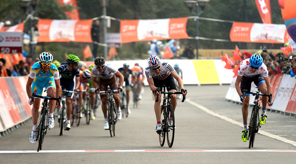 Francesco Gavazzi passes Boasson Hagen on the line - and Dan Martin takes second-place..!