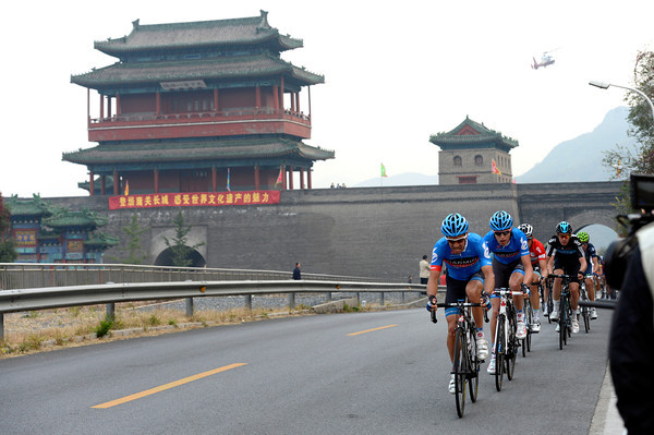 Garmin leads the race through the Great Wall of China, having caught and passed the escape along the way...