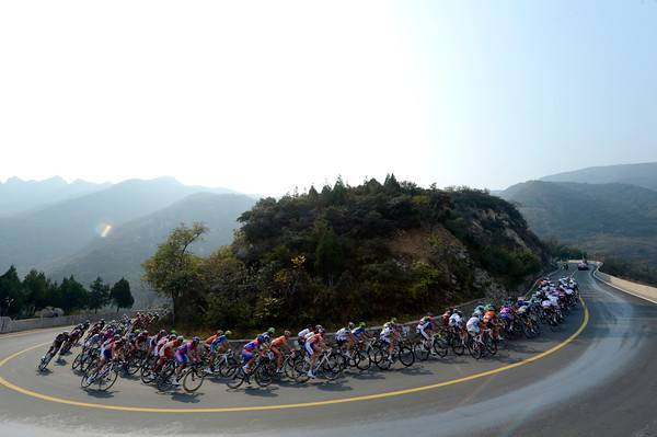 The peloton speeds towartds the summit of Dong Fang Hong with Dan Martin seeking more climbing points today...