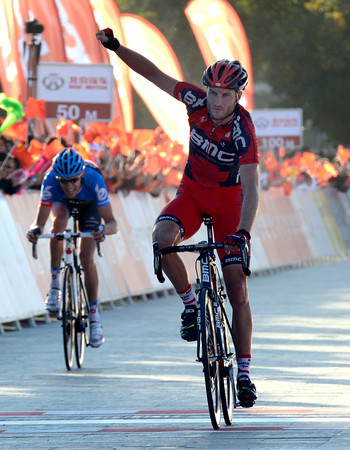 Steve Cummings wins stage five ahead of Hesjedal - they kept almost 30-seconds advantage over the chasers..!