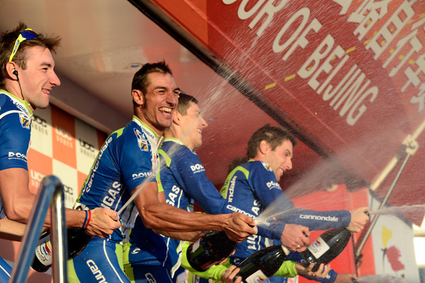 Liquigas celebrate winning the team award in Beijing...