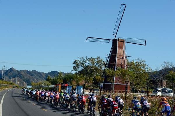 The peloton races through the main wine region of China...