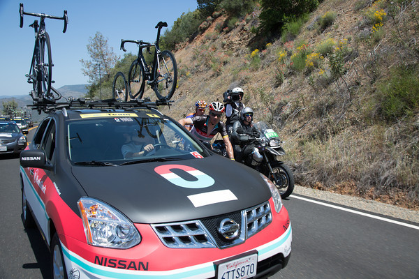 Markel Irizar comes back to the team car during the escape. He'll be awarded the most courageous rider jersey on the day...