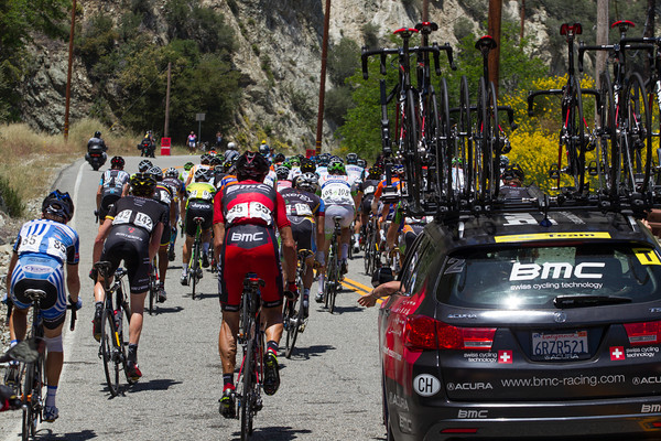 Hincapie has dropped back to the team car to discuss strategy; no rider radios in use at this race.