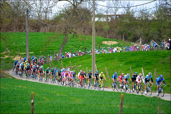 The peloton descends on tiny roads before the first hills...