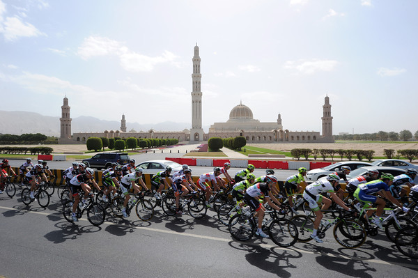 The peloton races past the Grand Mosque of Oman, already five minutes down...