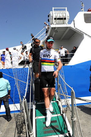 Mark Cavendish arrives in Sur, dressed proudly in his rainbow jersey for the fans...