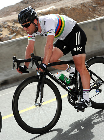 Cavendish is descending in Eisel's wake, making sure both men get back to the peloton quickly...