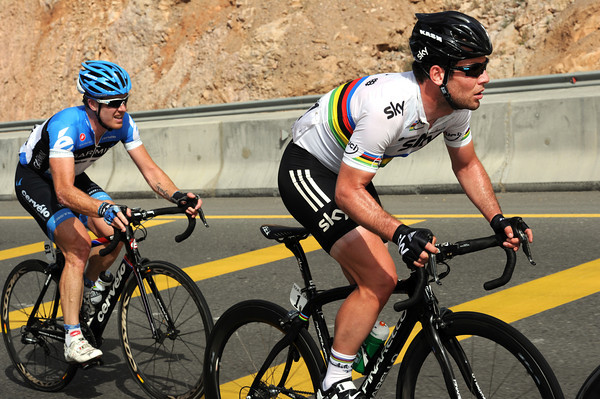 The sprinters are having their own race near the back - but Cavendish and Tyler Farrar are fighting back..!