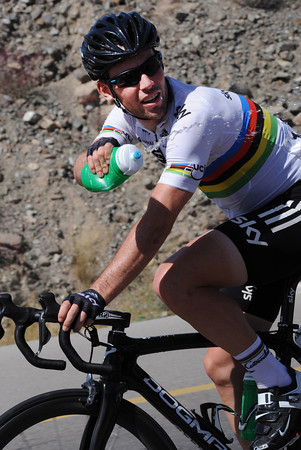 Wow! Mark Cavendish is playing water games with Luke Rowe, of Team Sky...