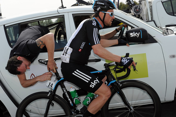 Bernhard Eisel uses the spare time to get his seat-post fixed...