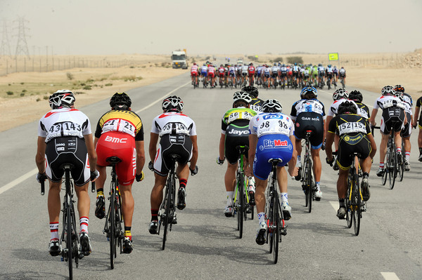 Winds have split the peloton - and Gilbert is in the back split..!