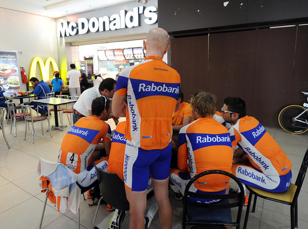 Rabobank are using the tranquility of a MacDonalds restaurant for a serious pre-stage tactical talk...
