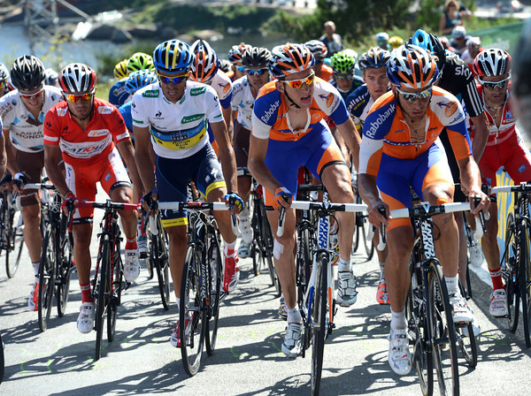 Rabobank re-shuffles the cards, putting Mollema and Garate at the front...