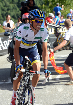 Contador looks as if he's flying away to a stage-win and time-gain against Rodriguez...