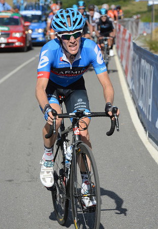 Andrew Talansky makes a move as well, trying to cross the gap from Froome to Contador.. !