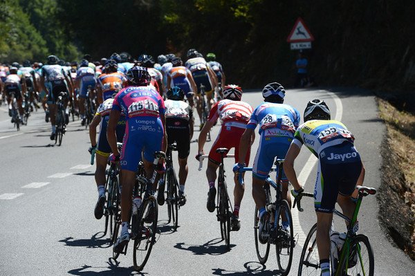 Cameron Meyer is experiencing life at the back of a fast peloton today, and it's hurting him..!
