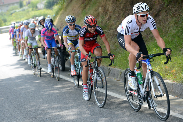 The culprit is another national champion - Ian Stannard of Great Britain is setting a furious pace at the front..!