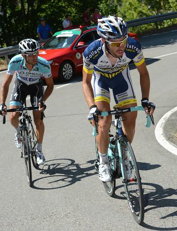 De Gendt and Cataldo start the first big climb with a fourteen-minute advantage..!