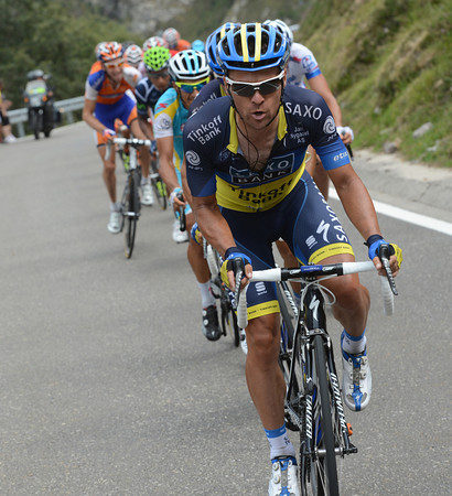 Sergio Paulinho and other Saxo Bank riders have attacked on the first real climb, overtaking the escape and opening up gaps behind them...