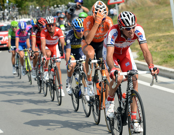 Alberto Losada is the only Katusha guy with Rodriguez - but he's getting no help from anyone in the chase..!