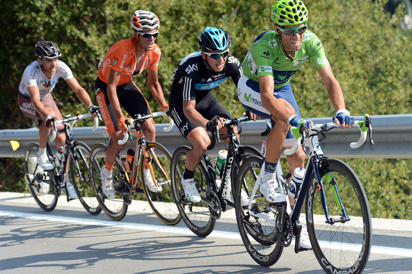 Valverde is actually closing in on Contador - he'll almost catch him at the finish..!