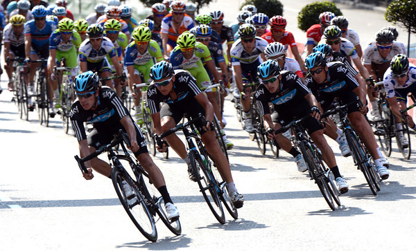 Team Sky takes over for the last lap...
