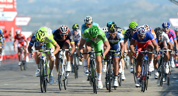 There's a green look about the finish-sprint today with Viviani and Degenkolb going for the line...