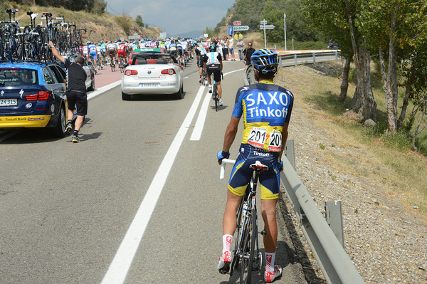 Time for Contador to change to his climbing bicycle - except the Saxo Bank car goes sailing by...