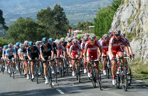 Katusha and Sky lead the peloton up the Mirador de Fito, almost fifteen minutes down...