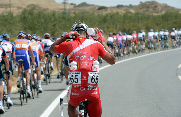 There's as much action behind as there is in front - Leonardo Duque loads up with water bottles on this dry and heavy day under the Spanish sun...