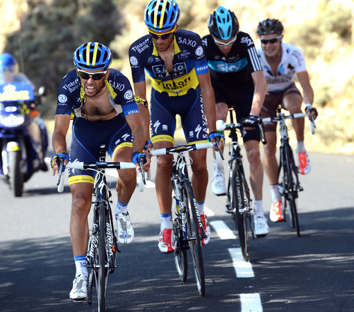 Navarro is dragging Contador, Froome and Roche away from the rest and closing the gap to the escape...