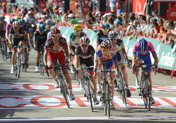 Bauke Mollema sprints home at the head of a group containing Contador, Froome and Rodriguez - but not Valverde..!