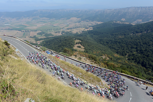 The peloton is still taking its time as it climbs the beautiful Puerto de Orduña...