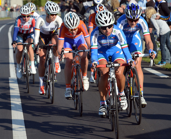 Vos has caught the escape that has now also got Elisa Longo in it for Italy...