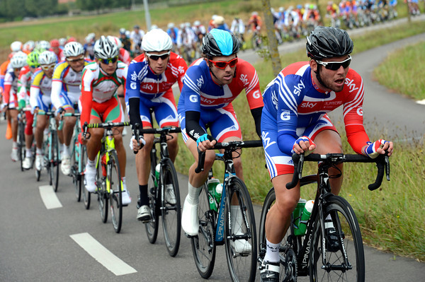 Incredibly, Mark Cavendish has already started the chase for Great Britain - he has Dowsett and Wiggins waiting to take their turn to work...