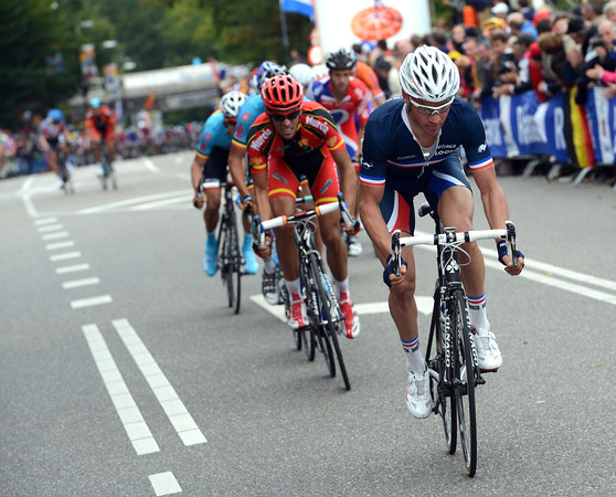 Thomas Vockler and Alberto Contador have got across to the escape before it gets caught - Voeckler attacks right away...