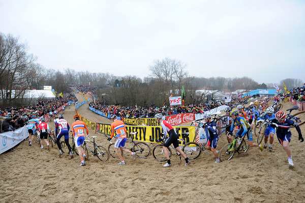 The sandy course at Koksijde is a delight for the fans but misery for the competitiors...